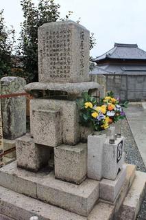 垣屋氏の墓