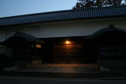 京-夕闇の東本願寺