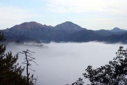 霧-多紀連山